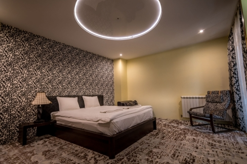 Хотел Тихия Кът - стая -Черна Роза-1